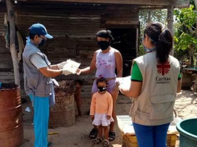 persone in Sud America con dpi